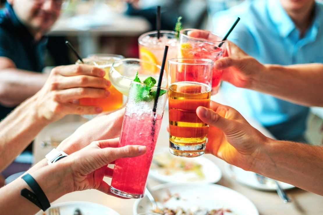 Jak się orzeźwić w ciepłe upalne dni? Spróbuj drinków na bazie wódki premium!